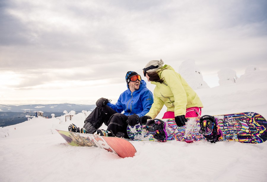 Big-White_snowboard-engagement-session_snowghost-portraits_64_by-Kevin-Trowbridge1-900x612